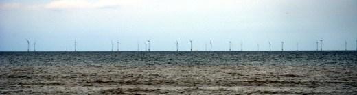 Windmolens voor de kust van Castricum.