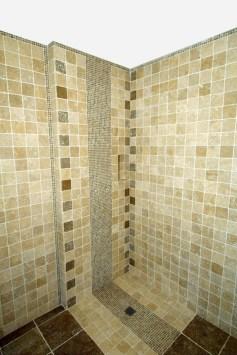 Photo de douche à l'italienne en carrelages coordonnés
