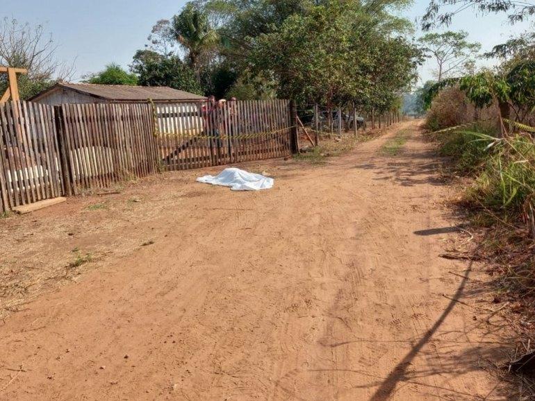 ROLIM DE MOURA: Homem é executado a tiros no portão de uma residência próximo a RO-010