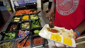 Middle school serves healthy school lunch