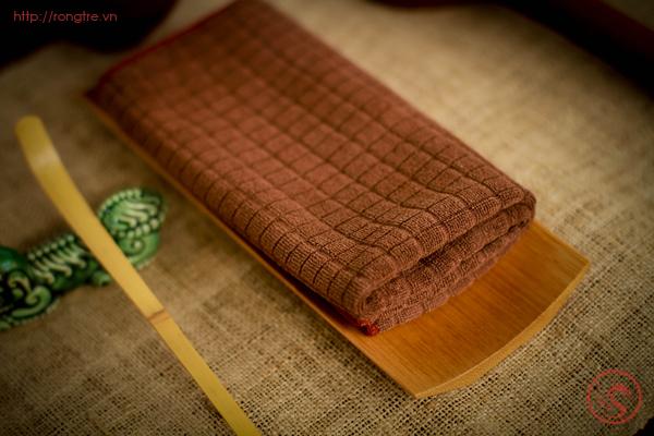 Lót khăn bằng tre dùng trên bàn trà