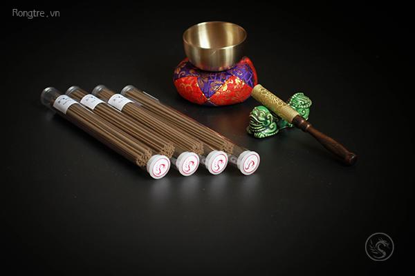 Các loại hương liệu tự nhiên được dùng trong hương truyền thống của Nhật Bản