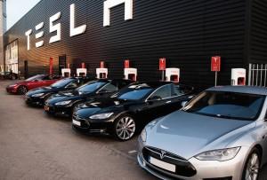 Teslas-charging