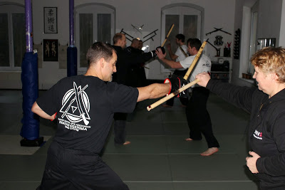 Inayan Serrada Workshop Basis Techniken, fundamentale Prinzipien und Lock & Block 25. Januar 2014 in RoninZ Kampfkunstschule / Weingarten