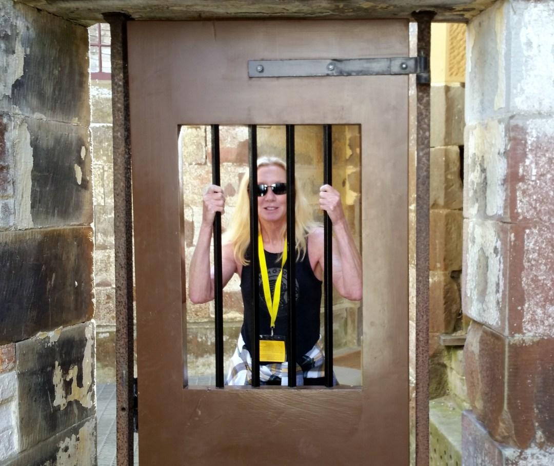 blog me behind bars