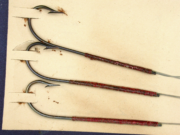 29b  Gillen's Sure Catch, Otter Brand, Extra Quality snelled hooks, carlisle, 3/0, double gut, bronzed.