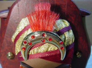 Detail of the reworked head dress