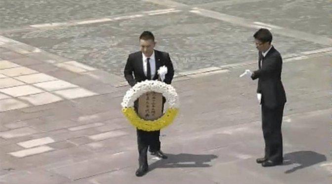 2015年8月9日長崎平和祈念式典 山本太郎が献花・献水で名前が呼ばれた時会場から多くの拍手 が起きた