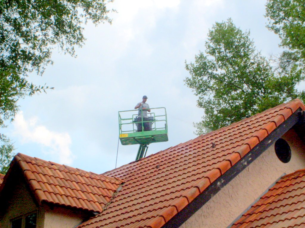 tile-roof-cleaning-tampa-fl