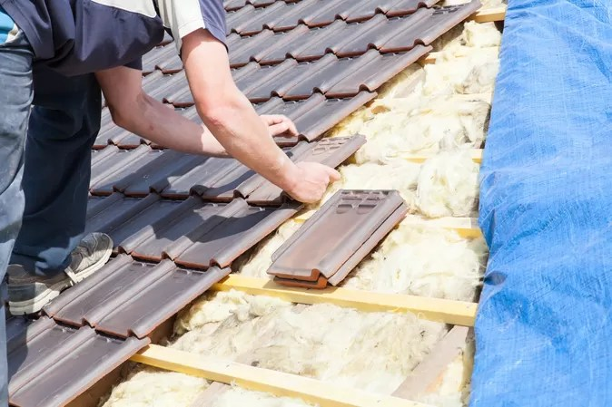 picture of a roofer tiling a roof in bristol with concrete tiles