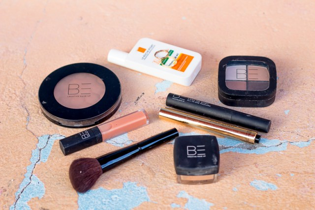 essential-make-up-kit-for-travel