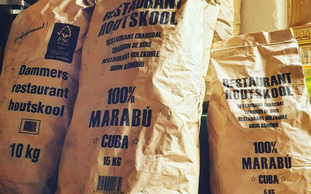 De nieuwe voorraad Dammers houtskool en Ecobrasa briketten is binnen. Klaar voor het seizoen, rookon!  Wat gebruik jij het liefst op je BBQ?