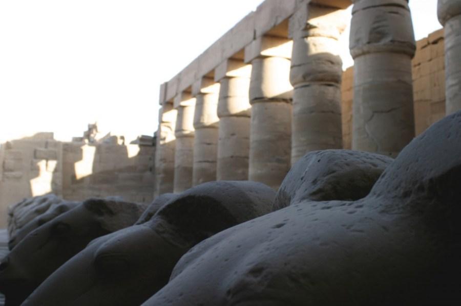 Tempel von Luxor - besonders bei Dunkelheit zu empfehlen.