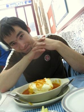 Bei einer Francesinha in Porto