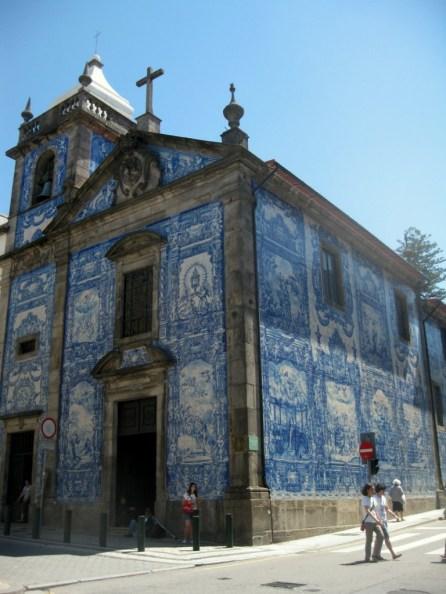 Azulejo an einer Kirche in Porto