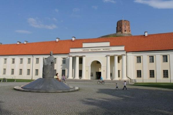 Der Gediminas-Turm hinter dem Kunst-Museum ist eines der Wahrzeichen der Stadt und des ganzen Landes.