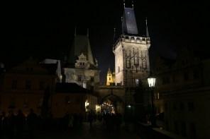 Blick auf den Kleinstädter Turm an der Karlsbrücke