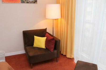 Die Polstermöbel sind ebenso bequem wie in den Suiten.