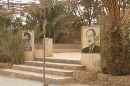 Propagandabilder für die Assads waren allgegenwärtig: Hafez Assad (rechts) und Basil Assad (links). Eigentlich sollte Basil Herrscher werden. Er starb aber 1994 bei einem Verkehrsunfall und wurde nach seinem Tod zum Märtyrer stilisiert.