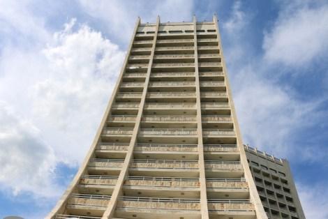 Das Hotel Dobrudscha in Albena ist das höchste Gebäude in Albena und das fünfthöchste in Bulgarien. Es wurde 1981 gebaut und ist 91 Meter hoch.