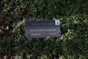 """Emilie und Oskar Schindler wurden durch den Film """"Schindlers Liste"""" als Judenretter weltberühmt. In der Allee sind aber noch viele anderen Judenretter geehrt."""