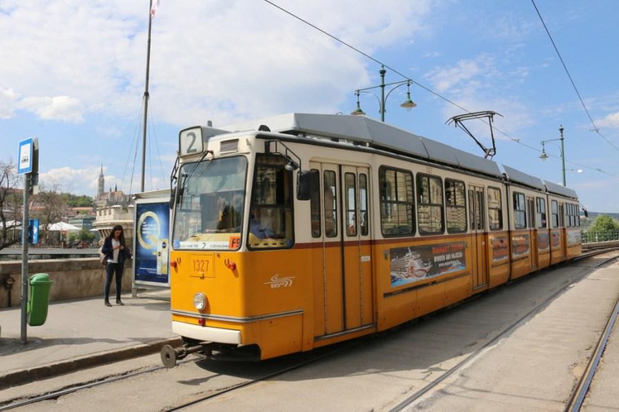 Die Straßenbahnen von Budapest sind ziemlich hübsch und ziemlich alt.