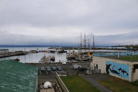 Die Boote im Hafen von Husavik für das Whale Watching.