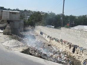 Der Fluss durch Port-au-Prince ist auch nur eine Müllkippe.