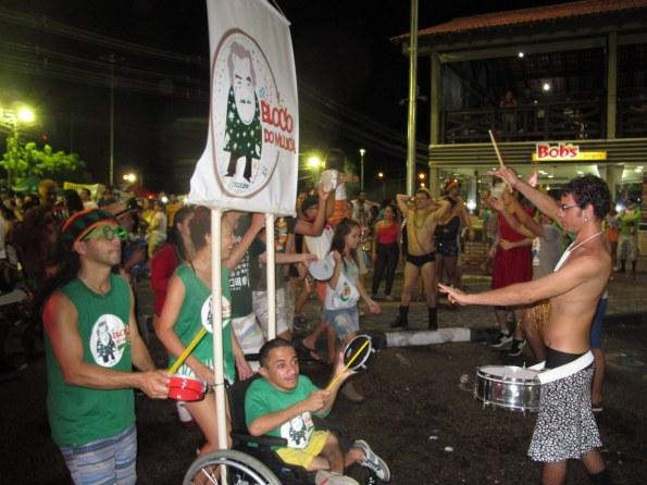 Alle machen mit beim Karneval in Brasilien.