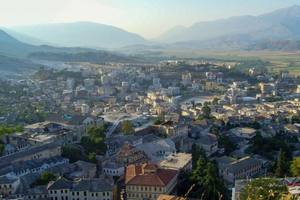 Blick über Gjirokastra. Die Stadt gehört zum Unesco-Weltkulturerbe.