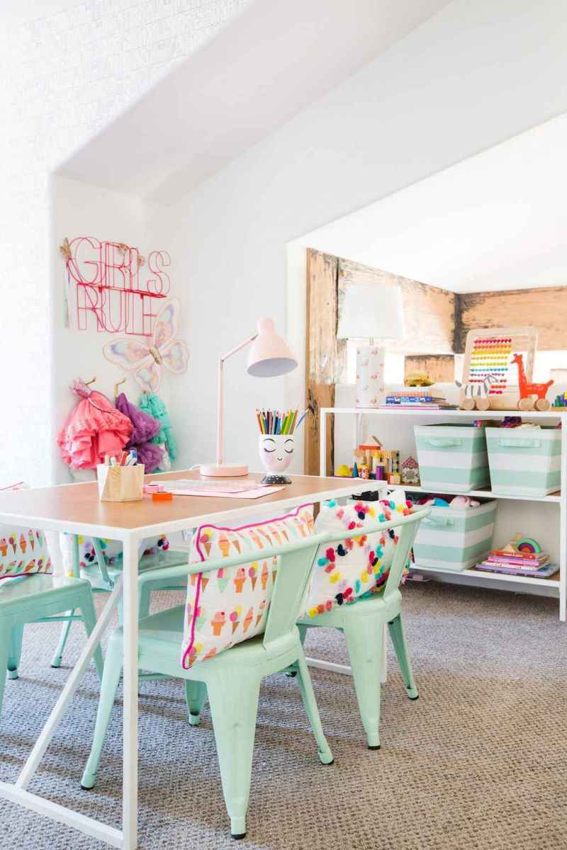 50 ideas for organizing playrooms & kid's spaces (38)