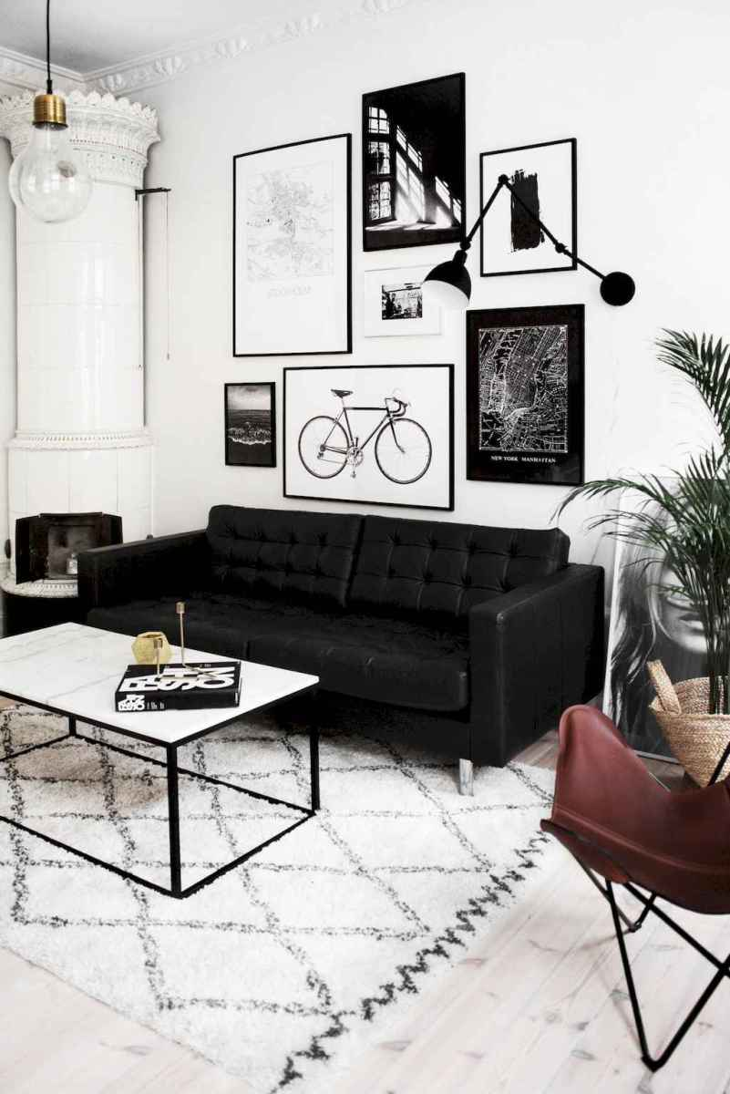 Awesome gallery wall living room ideas (53)