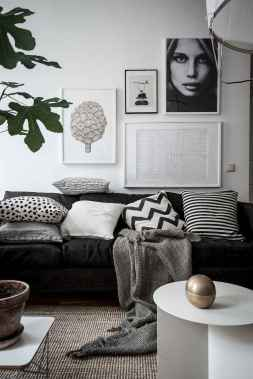 Awesome gallery wall living room ideas (59)
