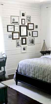 Beautiful gallery wall bedroom ideas (12)