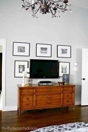Beautiful gallery wall bedroom ideas (22)