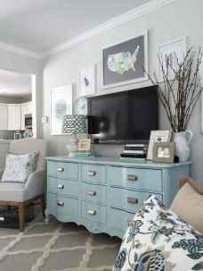 Beautiful gallery wall bedroom ideas (27)