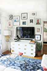 Beautiful gallery wall bedroom ideas (36)