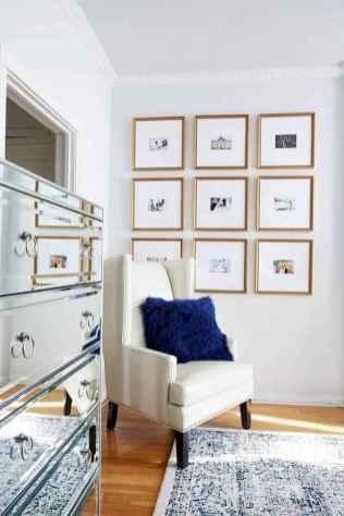 Beautiful gallery wall bedroom ideas (56)