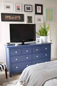 Beautiful gallery wall bedroom ideas (58)