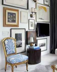 Beautiful gallery wall bedroom ideas (59)