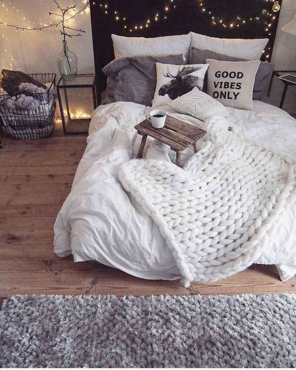 Simply bedroom decoration ideas (19)