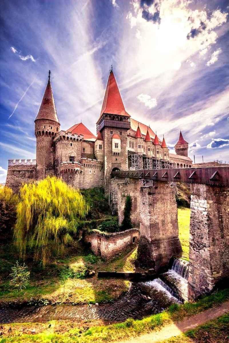 40 modern castle homes exterior landscaping (17)