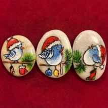 54 easy diy christmas painted rock ideas (12)