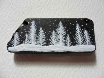 54 easy diy christmas painted rock ideas (31)