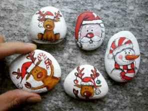54 easy diy christmas painted rock ideas (44)