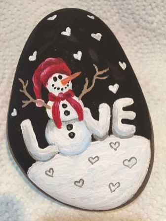 54 easy diy christmas painted rock ideas (46)
