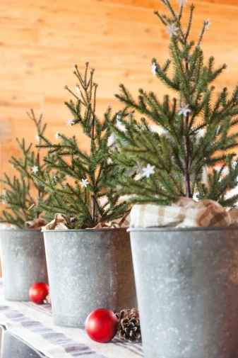 55 awesome christmas front porches decor ideas (13)