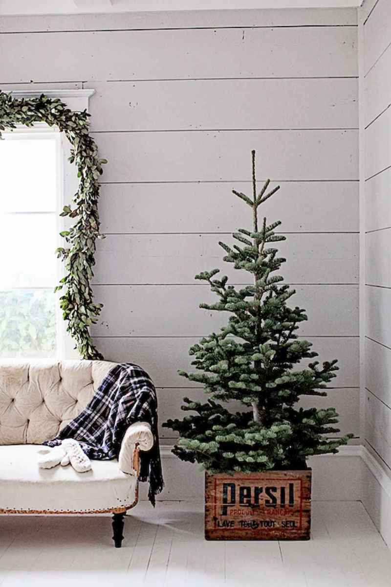 55 awesome christmas front porches decor ideas (14)