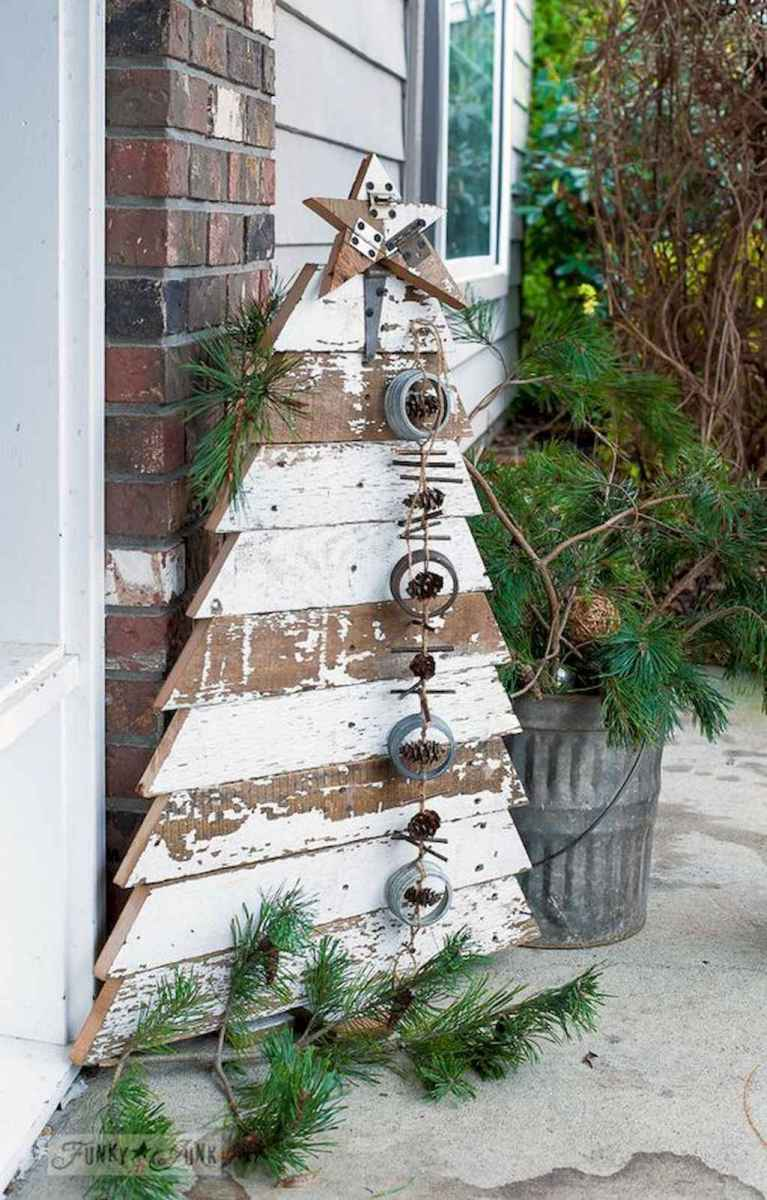 55 awesome christmas front porches decor ideas (26)
