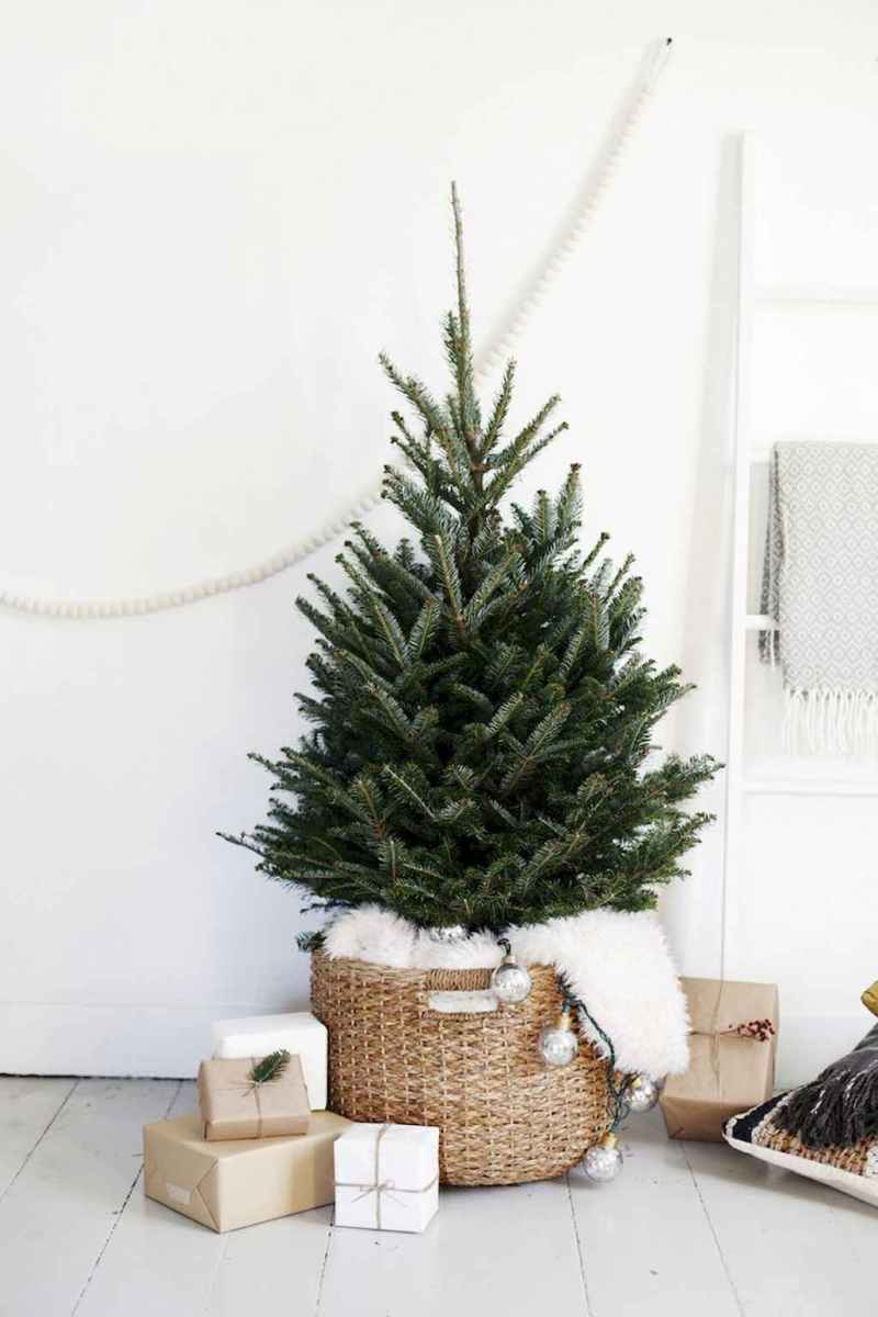 55 awesome christmas front porches decor ideas (6)